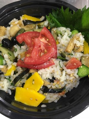 地域と畑の見えるいちばのランチ いちばのぜいたく野菜ちらし寿司