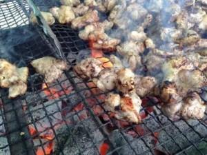 〈11/16開催〉飯綱町のちょい飲みはジューシーな信濃地鶏炭火焼き!