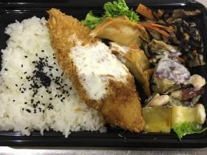 月間ご当地食堂 日替りは白身魚のフライ レモンタルタルソース