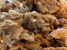 月間ご当地食堂 日替りは豚の胡麻炒め