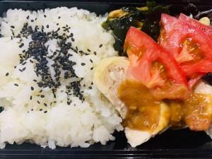 月間ご当地食堂 日替りは蒸し鶏 松野町梅胡麻味噌ソースがけ