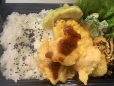 月間ご当地食堂 日替りはいちばのとり天 松野町梅肉ソース アボカド天付き