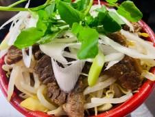 月間ご当地食堂  日替わりは宮崎県都農町 つのワイン牛焼き肉丼 産直野菜もりもりのせ