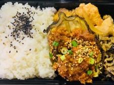 月間ご当地食堂  日替わりは糸魚川特産 越の丸茄子 肉味噌あん
