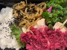 月間ご当地食堂 日替りは10種の野菜が食べられる❗️ 蒸し鶏 自家製ビーツドレッシングがけ