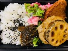 月間ご当地食堂 日替りは佐賀れんこんのハンバーグ&佐賀名物 おさかなミンチコロッケ