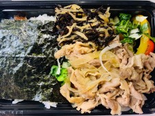 月間ご当地食堂  日替わりは豚の生姜焼き 追い佐賀新たまねぎ❗️ 日本一の佐賀海苔弁