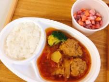 月間ご当地食堂 日替りは大きな肉団子のボルシチ&ライス