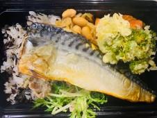 月間ご当地食堂 日替りは脂のりのり ふっくら焼き塩鯖