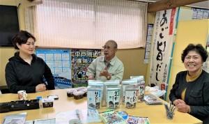 【長田食品】平戸産のあごの他、長崎県の素材にこだわり続ける様々なだしにはだしの味を大切にする方々から高い評価を受けています。写真は長田食品のみなさん。ご家族でほんもののだしづくりに励んでいらっしゃいます。