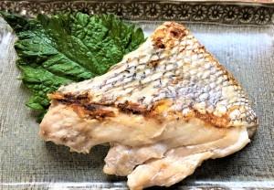 【真鯛のハラス】春になると糸魚川では天然真鯛が多く水揚げされます。日本海の荒波にもまれた真鯛は身が引き締まり、旨味が凝縮されています。真鯛のハラスやカマは大変希少です。焼いたり、蒸したり、煮漬けたり。他では味わえない美味しさです!