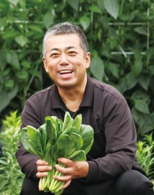 水の都でもある西条市。その水を生かし、瑞々しい野菜を作っている鎌田さん。今回は小松菜やバターナッツかぼちゃ、ピーマンを提供してくださっています。