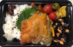ご当地産直ランチ 西伊豆町で水揚げされたわかしフライ 産直野菜の甘酢たれがけ