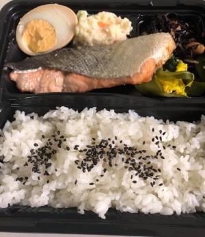 選べるお魚ランチは鮭、さわら、さば、カレイの煮付けの4種類!