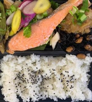 焼魚弁当は鮭
