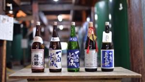 【福禄寿酒造】 当店では、今回ご紹介する「十五代彦兵衛純米酒」のほか、「一白水成」その他、季節によって商品をご用意しております。 詳しくは、https://www.fukurokuju.jp または 018-852-4130までどうぞ。
