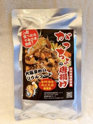 【がっちょの唐揚げ(オリジナル)60g】大阪泉州地域を中心に展開している居酒屋天国からのお勧めの一品です。泉州沖合で豊富な水揚げ量をほこる新鮮な魚である『がっちょ』を唐揚げにする事によって、気軽に自宅でも居酒屋のおつまみを食べられるよう提供させて頂いております。「がっちょ」はメゴチと呼ばれ、市場ではあまり見かける事がない高級魚のひとつです。