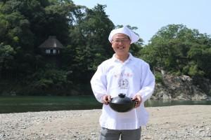 【(有)大石フーズ 代表取締役 大石さん】大洲のレトルト芋煮を製造しているだけでなく、日本三大芋煮伝道師として三大芋煮の普及に尽力されています。