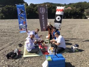 【日本三大芋煮の活動の様子】 離れた場所にある3市町が連携し、首都圏で芋煮を振る舞うなどPR活動を行っています。今年はオンラインツアーを実施しました!