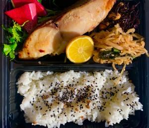 日替わりいちば弁当 〜紅鮭や鯖、カンパチなどの焼き魚