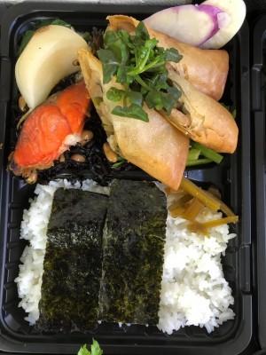 選べるご当地ランチ弁当 焼鮭&手作り春巻き