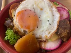 北海道稚内の黒牛シチュー丼