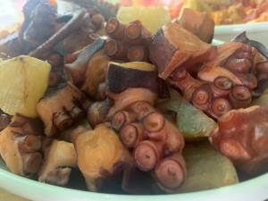 主菜が選べるいちばのご当地弁当 国東たこ大根、佐賀ソウルフードおさかなミンチコロッケ など