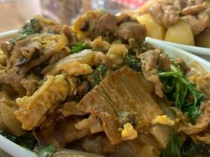 加須香り豚 たまご、新玉ねぎのパッタイ風エスニック炒め