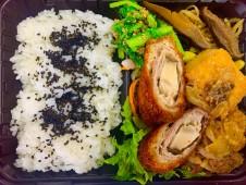 主菜が選べるいちばのご当地弁当 とりと豆腐のヘルシーつくね、飛び魚フライなど