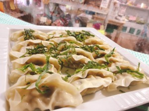 火曜・金曜はいちばのご当地弁当販売日! 本日の主菜はアジ餃子 糸魚川うおぽんがけ、糸魚川かまぼこメンチなど