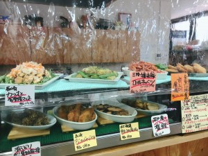火曜・金曜はいちばのご当地弁当販売日! 本日の主菜は糸魚川名物 かまぼこメンチ、糸魚川 甘えび唐揚げなど