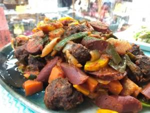 火曜・金曜はいちばのご当地弁当販売日! 本日の選べる主菜は松野町 まつのジビエのミートボールとソーセージのトマト煮込み他